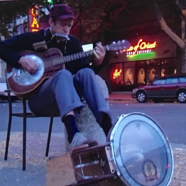 Pete Farmer busking